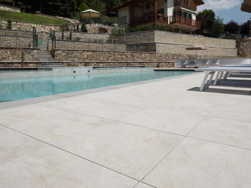Carrelage design carrelage exterieur piscine moderne for Piscine exterieur