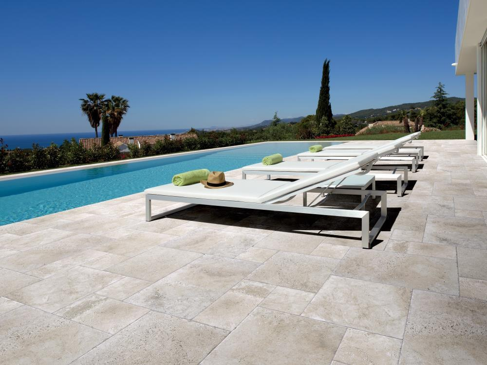 Carrelage ext rieurs tour de piscine alain vera carrelage for Carrelage piscine