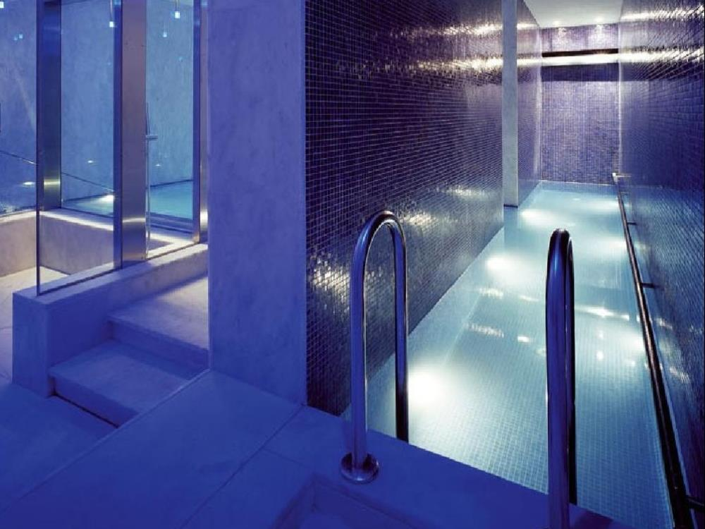 Carrelage salle de bains mosaiques alain vera carrelage for Alain carrelage labege