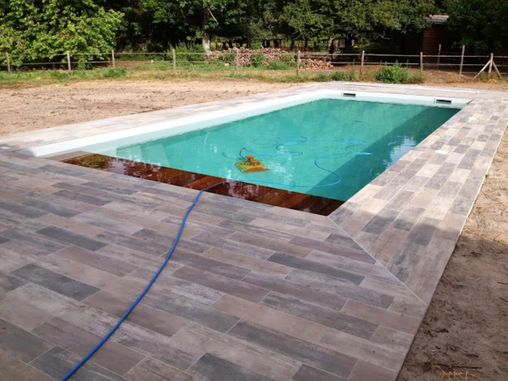 Carrelage plage piscine for Piscine en carrelage